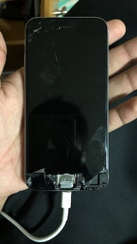 CRACKED iPhone 6s still works Burnaby, V5A