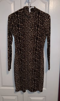 Dynamite turtle neck cheetah dress - size M  Coquitlam, V3K 2Y8