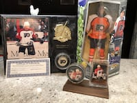 Philadelphia Flyers Eric Lindros collection, signed puck with certificate of authenticity  Germansville, 18053