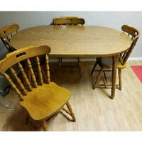 Table and 4 chairs  Edmonton, T5Z 2M9