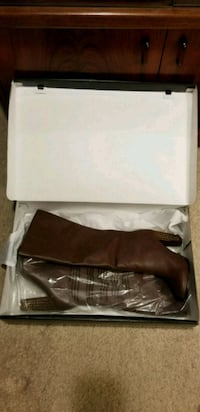 pair of brown leather boots Mississauga, L4Y 4C9