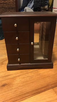Jewelry box. Great condition