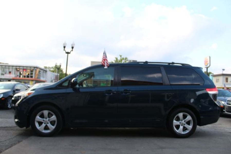 2011 Toyota Sienna for sale 5