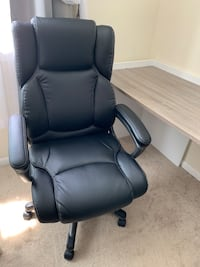 Black leather office rolling chair barely used Falls Church, 22041