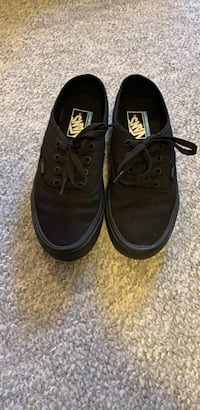 Women's vans low top sneakers Size 7 1/2 Surrey, V3R 9Y4