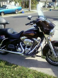 2011 Blackcherry Harley Electriglide Classic Holiday, 34691