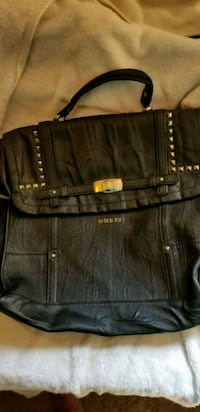 Black guess purse  2673 km