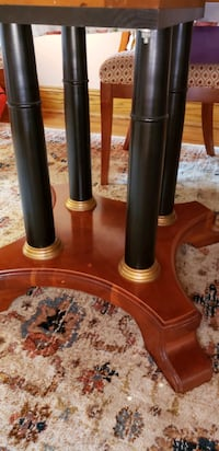 Ethan Allan round table w/ 2 leaves/5 upholstered  Queens