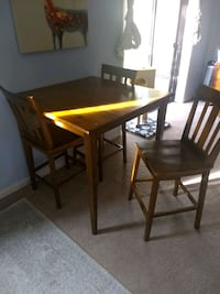 Counter Height Dining Table and 3 Chairs Indianapolis, 46220