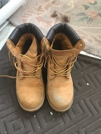 pair of brown leather work boots Montréal, H1S 2W7