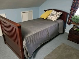 2 twin beds w/matresses and bed boards