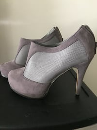 Size 9 lightly worn no stains or rips Calgary, T3A 2E6