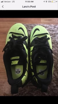 pair of green-and-black Nike sneakers Troy, 45373