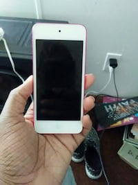 white iPhone 5 with case Fayetteville, 28314