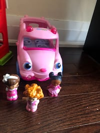 School bus pink with 3 small doll