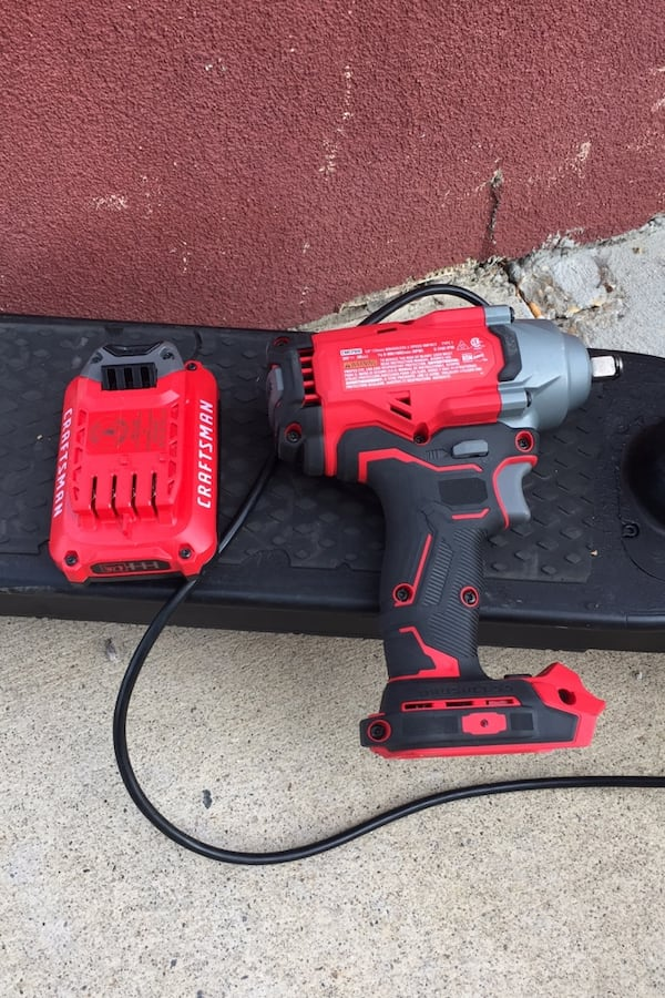 """Craftsman 1/2'"""" (13mm) Impact Wrench 20v with battery included  4360317a-509c-455d-8b9a-73cbaa635e53"""