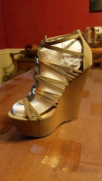 Strappy Gold Wedges, 7 Springfield, 22153