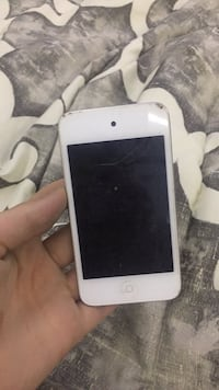 White ipod touch 4th gen