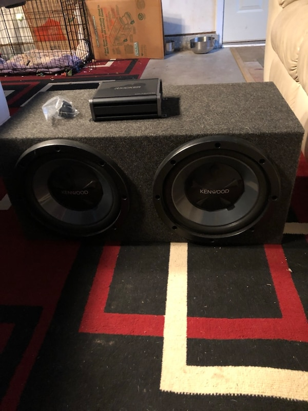 """Kenwood 2 12"""" Subwoofer and Kicker 600W Amp"""