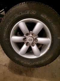 Single Nissan titan armada factory rim with tire P265/70 R18