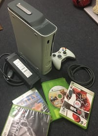 Xbox 360 console with controller and game cases Oshawa, L1J