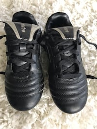 Boys soccer cleats size 2 Edmonton