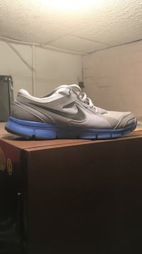 Gray and blue Nike running shoe Size: 12