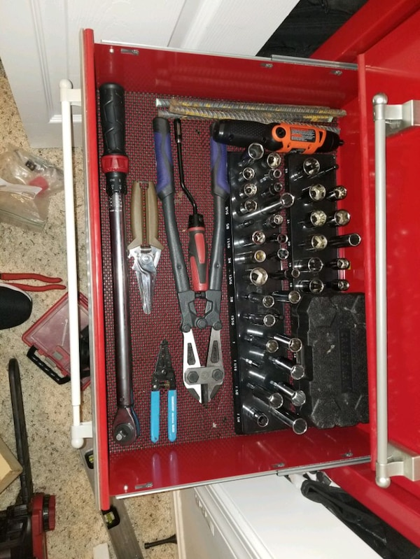 Craftman tool box with tools 3