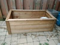 Selling large planter box Brampton, L6V 3X1
