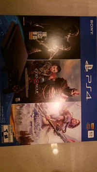Playstation 4 brand new with 3 games inclued only 330  this week only Toronto, M4Y 1T5