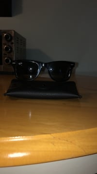 Ray bans mint condition  Mississauga, L5J 1W3