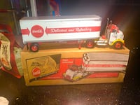 Coca Cola 1:25 Scale tractor trailer. Like new with box. Vaughan, L4J 2N2