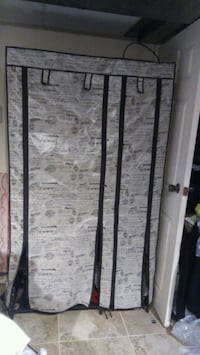 Clothing and shoe storage rack 40w 68H 18d Mississauga, L5N 2B6