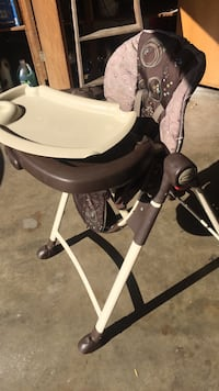 baby's white and black high chair Lodi, 95240