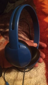 blue Skullcandy corded headphones Winnipeg, R2W 3H5