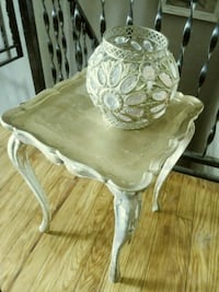 Small vintage end table Clarksville, 37040