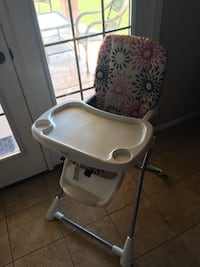 Baby's white and pink high chair Sterling Heights, 48311