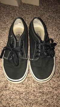 Vans women's 5.5 men 4.0 Lacey, 98516