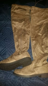 New Taupe suede boots size 7 West Springfield