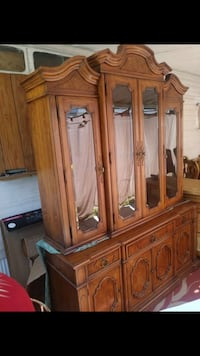 Thomasville Antique Lighted China Cabinet In excellent shape. Absolutely stunning Hudson, 34667