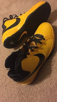yellow-and-black Nike high-top shoes Lodi, 95240