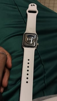 apple watch series 4 white sport band. (brand new. never been used) 40mm Minneapolis, 55414