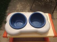 Dog's dish with extra water storage
