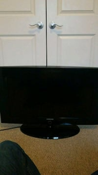 "32"" Samsung flat screen TV with rotating base Arlington"
