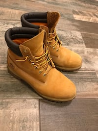 Barely used 9/10 condition Size 10,5  Vancouver, V5W 3H3