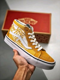 VANS OFF THE WALL SK8 MID SNEAKER IN MUSTARD COLOR Istanbul