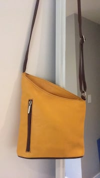 Maria's Natural Leather purse West Vancouver, V7T 1H3