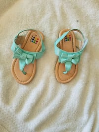 Toddler girl summer bow sandals size $6c Chicago, 60652