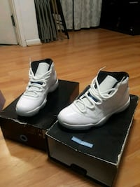 pair of white Air Jordan basketball shoes with box New York