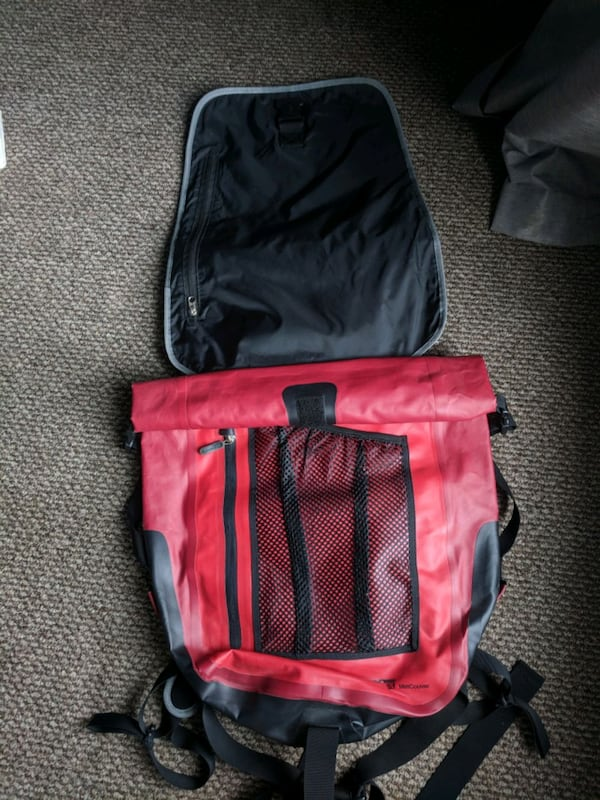Pacific outdoor drybag/backpack 6a6680a7-5db0-49bc-8f9a-001488ac5064